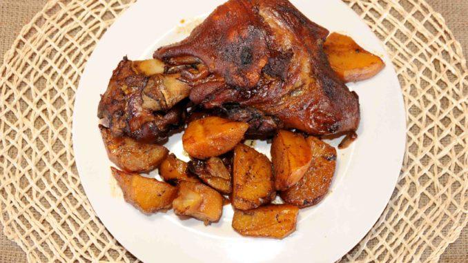 Χοιρινό κότσι με πατάτες στο φούρνο - Pork knuckle with potatoes in the oven
