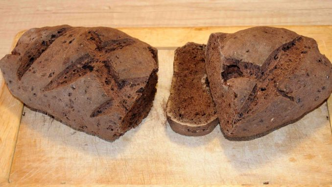 Ψωμί με χαρουπάλευρο - Bread with carob flour