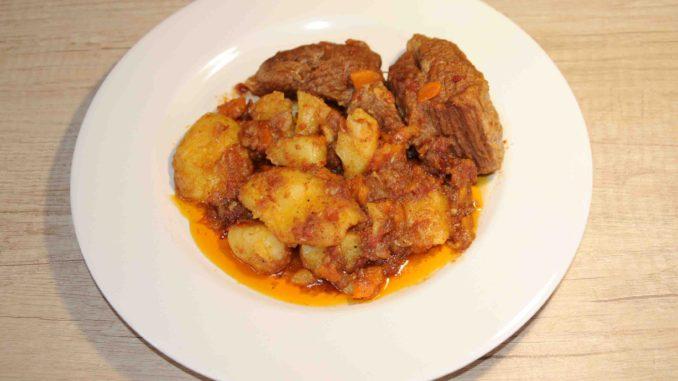 Μοσχάρι κοκκινιστό με πατάτες - Beef stew with potatoes