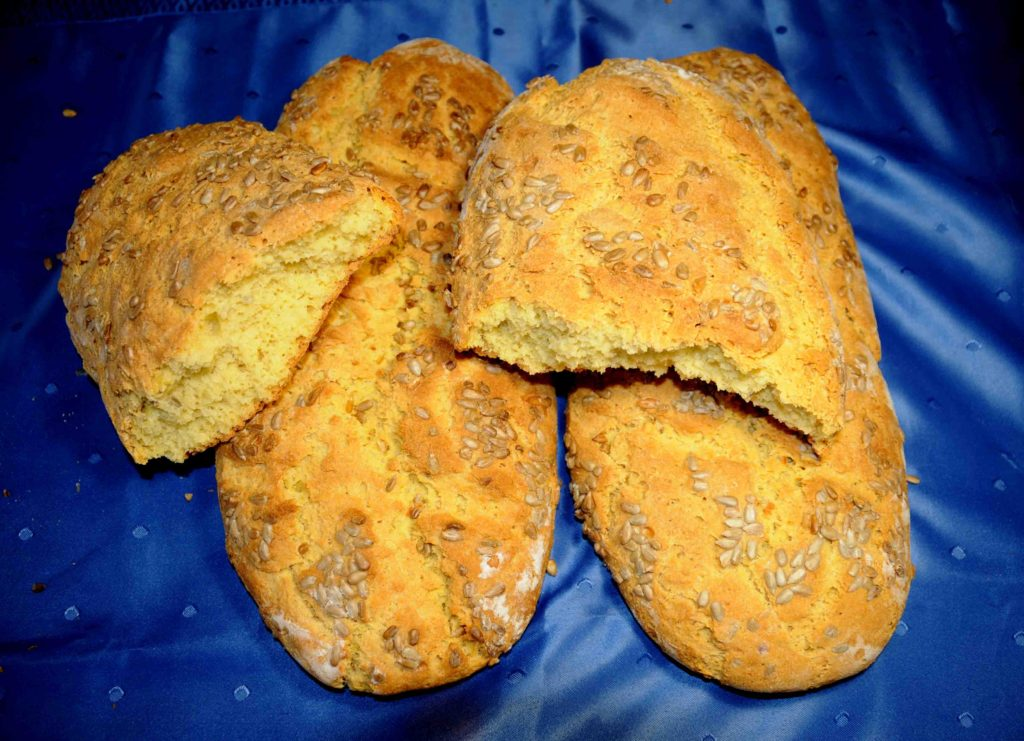 Σπιτικό ψωμί με ηλιόσπορους - Homemade bread with sunflower seeds
