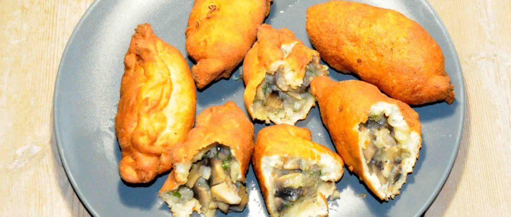 Πιροσκί με πατάτες και μανιτάρια - Piroshki with potatoes and mushrooms