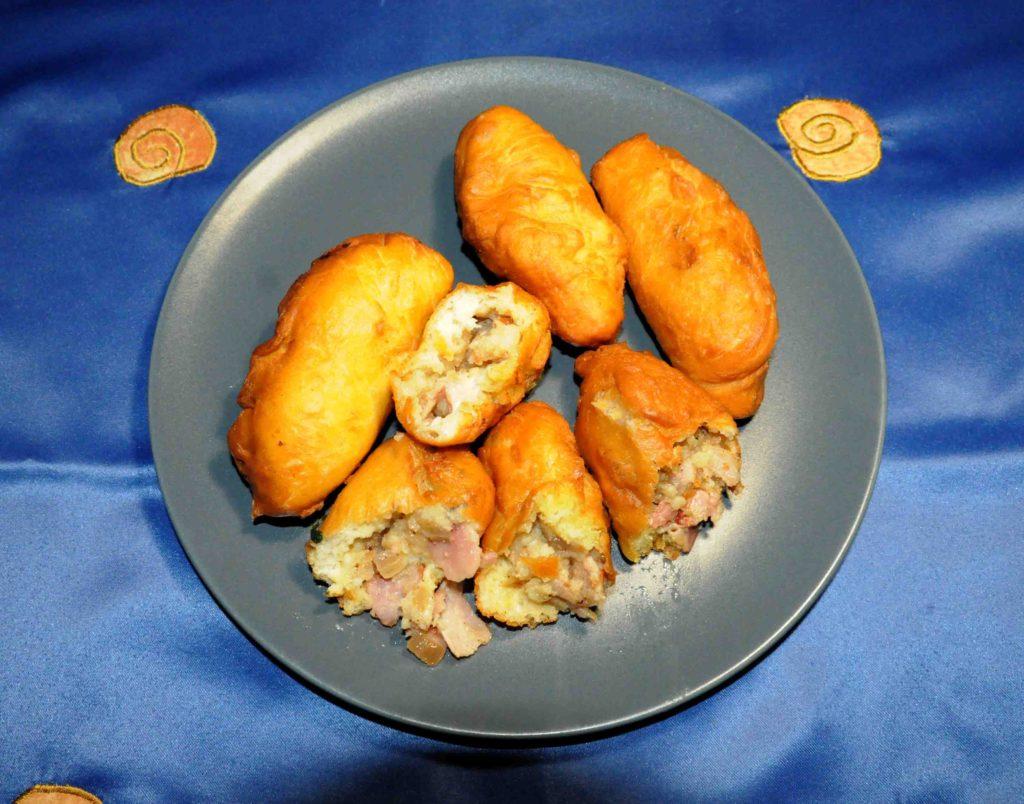 Πιροσκί με πατάτες και μπέικον - Piroshki with potatoes and bacon