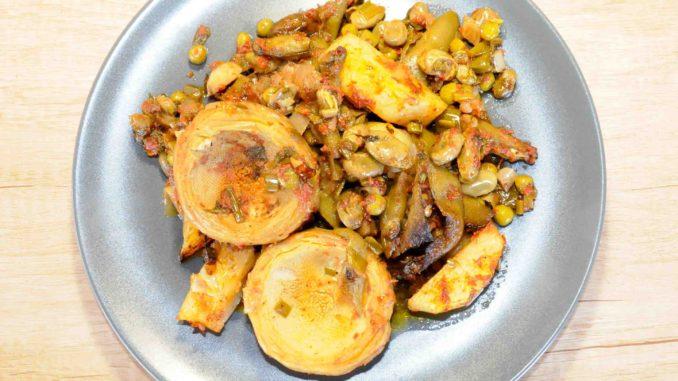 Κουκιά φρέσκα με αγκινάρες αρακά και πατάτες στον φούρνο