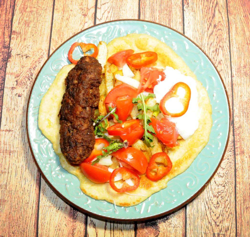 Μερίδα Πίτα με Κεμπάπ και Γιαούρτι - Portion of Pie with Kebab and Yogurt
