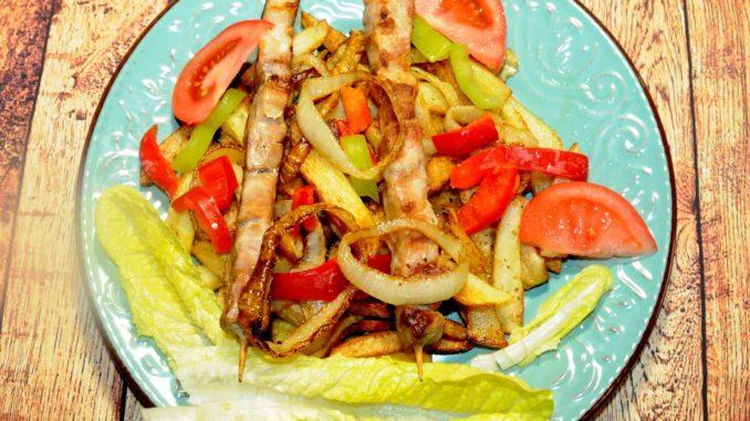 Μερίδα χοιρινό καλαμάκι με πατάτες