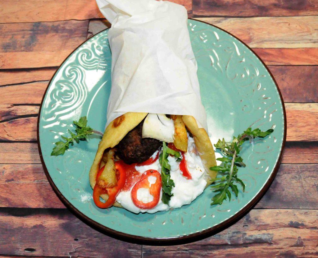 Σουβλάκι με μπιφτέκι - Souvlaki with burger