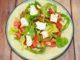 Ελληνική σαλάτα με πίτα αραβική