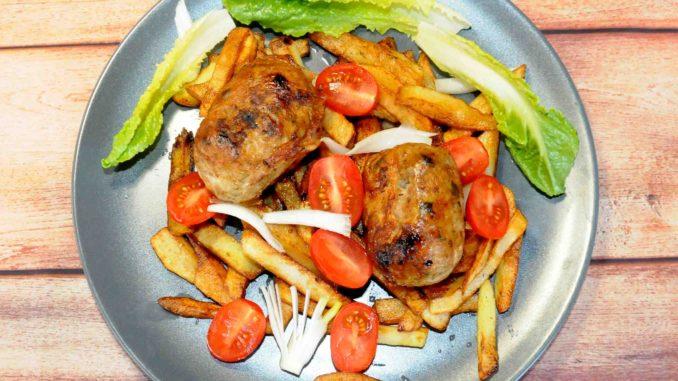 Μερίδα με σεφταλιά και πατάτες