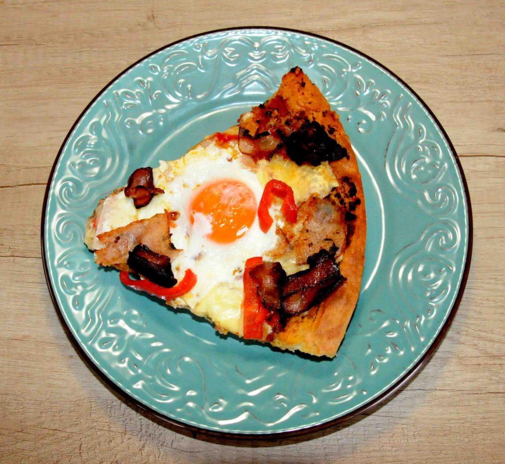Πίτσα με αυγά μάτια