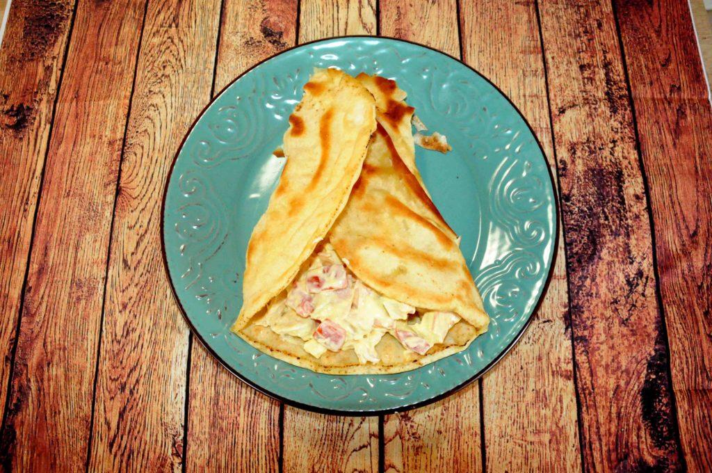 Αραβική πίτα με κοτοσαλάτα