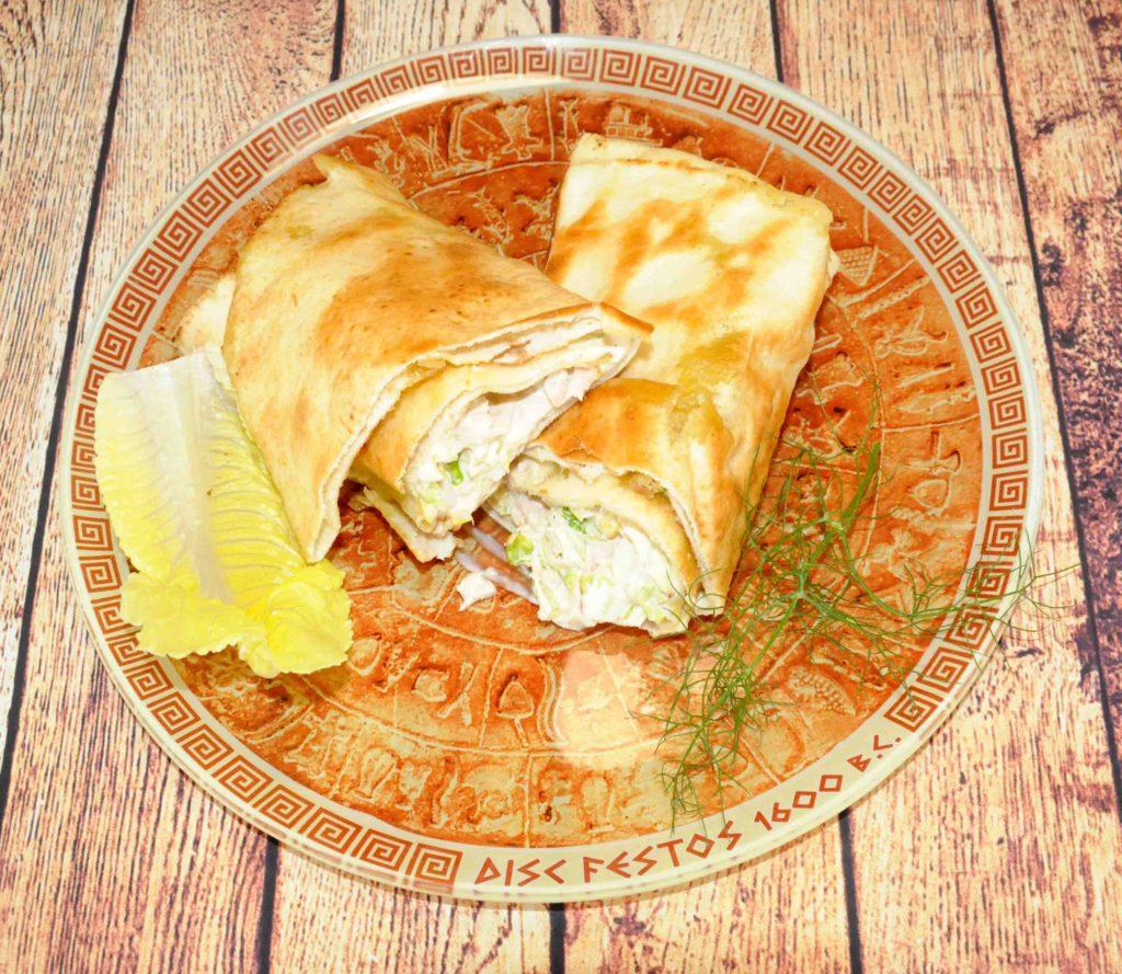 Αραβική πίτα με τόνο, καλαμπόκι και μαγιονέζα