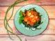 Σαλάτα με αμπελοφάσουλα και τυριά
