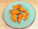 Κολοκυθολούλουδα γεμιστά με γαλοπούλα και τυρί που λιώνει τηγανιτά