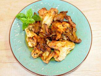 Φτερούγες κοτόπουλου με μανιτάρια στο φούρνο