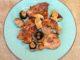 Αρνίσια παϊδάκια και μανιτάρια τηγανιτά