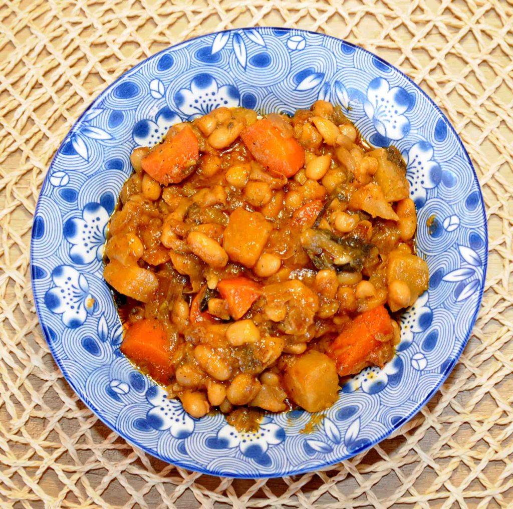 Φασόλια με σελινόριζα στο φούρνο