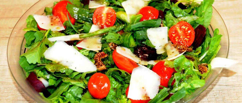Σαλάτα με ρόκα και γραβιέρα